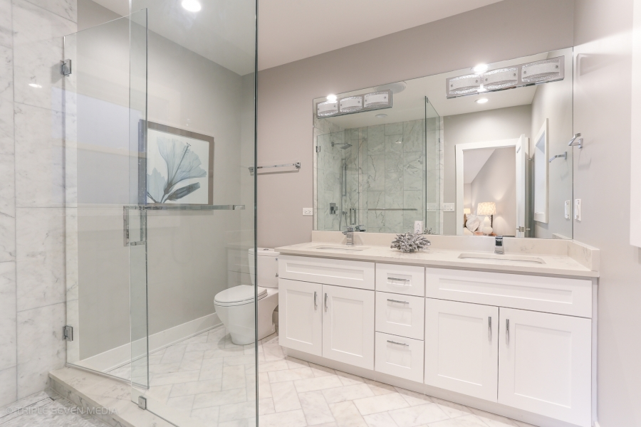 Master Bedroom Bath, Balmoral Restoration, Chicago